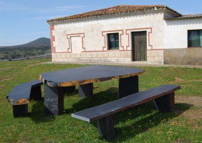 Table and benchs Pizarras Villar del Rey